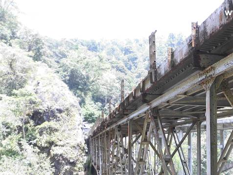 Peyanggan Jembatan Gladak Perak