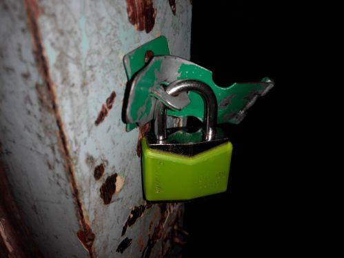Kunci Gembok yang Dirusak